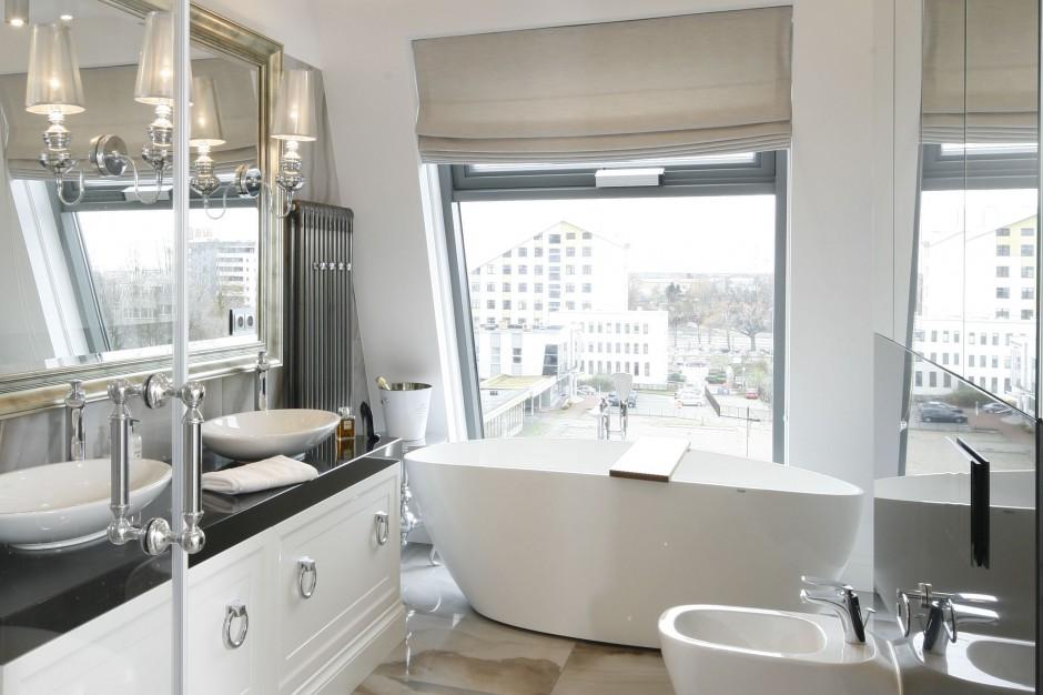 Inspirujemy Okno W łazience Praktyczny Atrybut Salonów