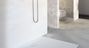 Strefa prysznica bez brodzika: postaw na panel zintegrowany z odpływem