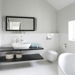 Biała łazienka: tak urządzają Polacy