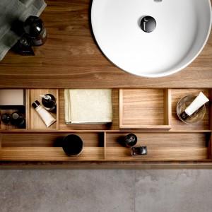 Luksusowa łazienka: wybierz meble łazienkowe z naturalnego drewna