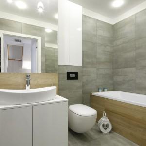 Szara łazienka: 10 przykładów z domów Polaków