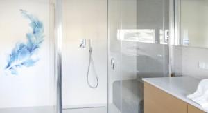 Inspiracje: jasna łazienka ożywiona kolorem