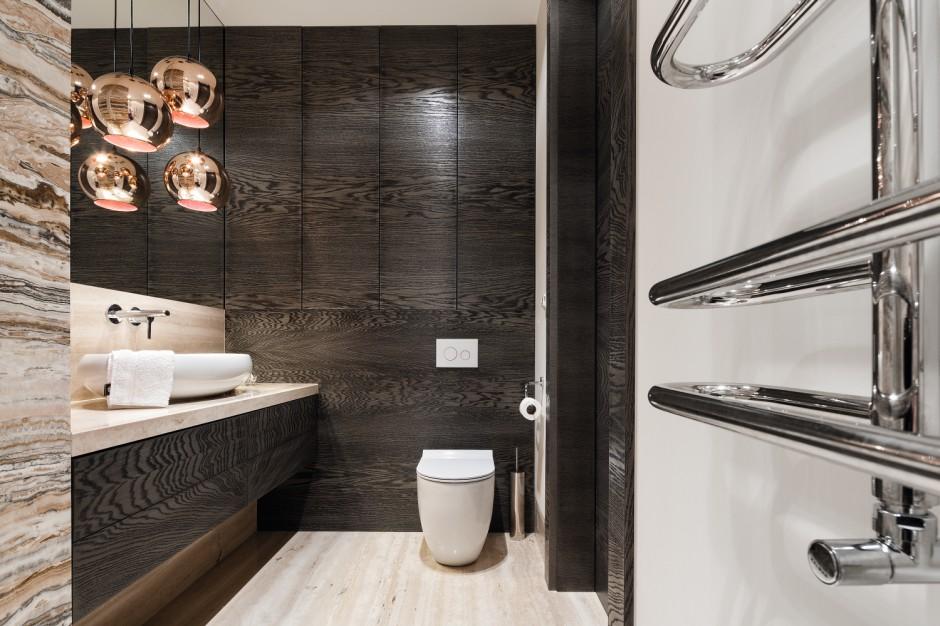 Kamień i drewno w łazience: zobacz gotowy projekt