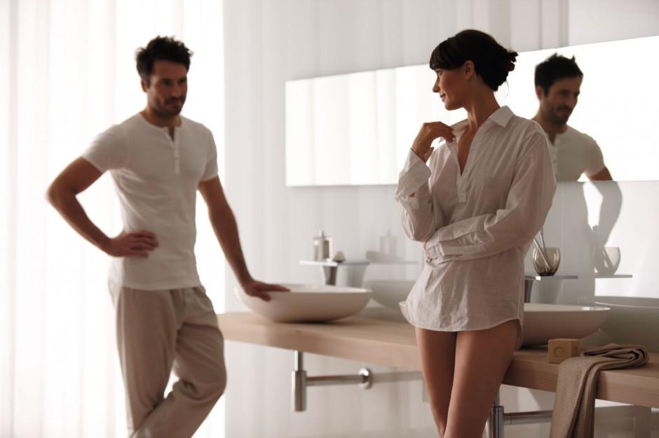Łazienkowe zwyczaje Polaków: co robimy w łazienkach?