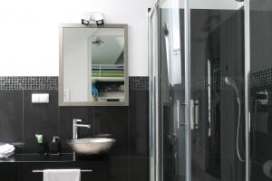 Strefa prysznica: urządź ją w narożniku