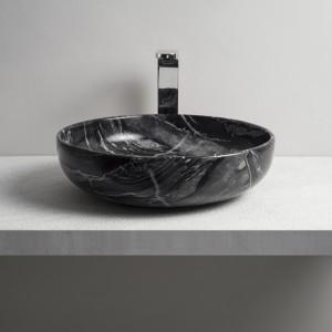 Natura w łazience: umywalki jak z kamienia