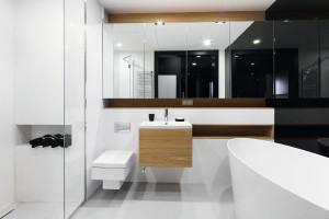 Łazienka ocieplona drewnem: 14 projektów z domów Polaków