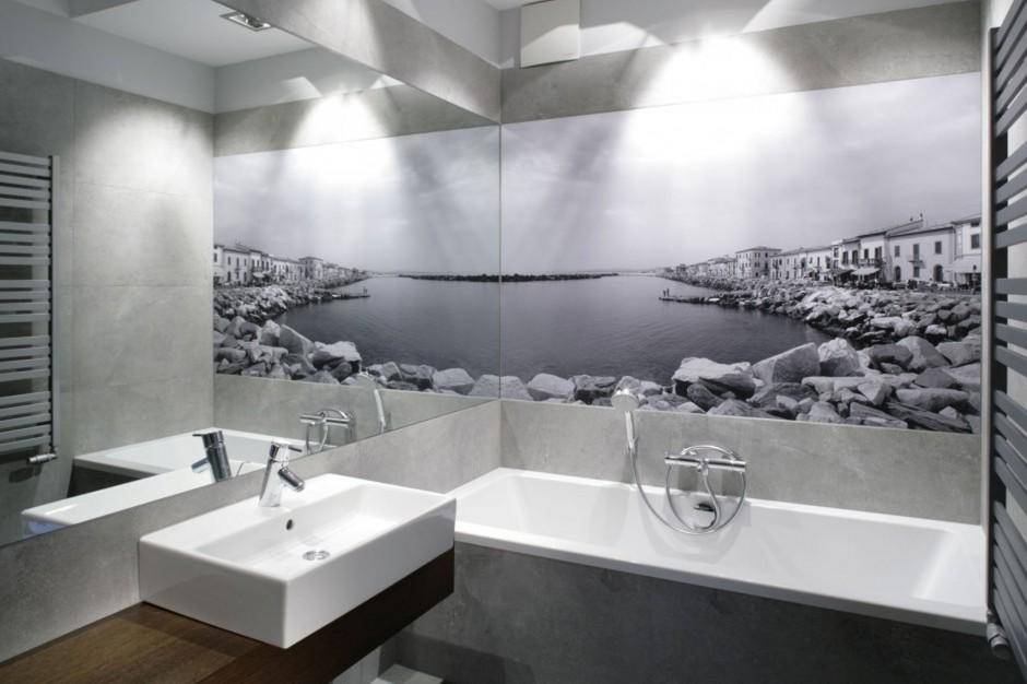 Duże lustro: trik optyczny powiększający łazienkę