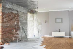 Inwestorzy prywatni remontują łazienki latem (i robią to sami)