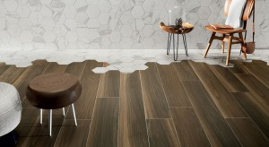 Aranżacja łazienki: postaw na kolory drewna i heksagony
