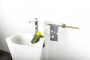 Akcesoria łazienkowe: wieszak na ścianę i na grzejnik