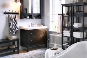 Meble łazienkowe: 10 kolekcji na nóżkach