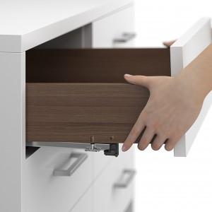 Meble łazienkowe: postaw na funkcjonalne drewniane szuflady