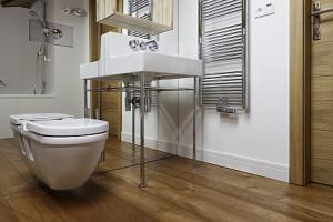 Natura w łazience: postaw na prawdziwe drewno
