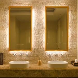 Nowoczesna łazienka: wybierz taśmy LED (i zamontuj w bezpiecznych profilach)