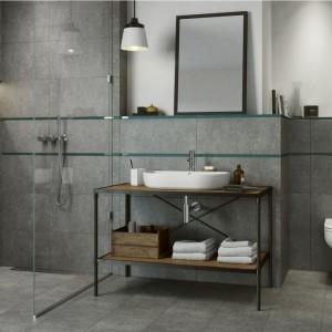 Płytki jak beton: 5 modnych kolekcji do łazienki