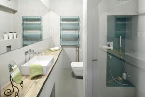 Szare ściany w łazience: 20 polskich wnętrz