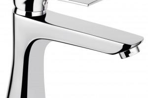 Łazienka w pastelach: propozycja aranżacji z kompletną armaturą i akcesoriami