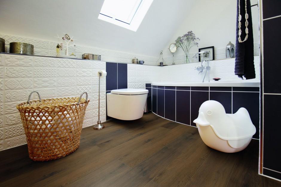 Podłoga w łazience: dobieramy panele