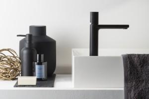 Baterie umywalkowe: 5 modeli w czarnym kolorze