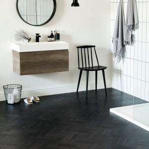 Piękna podłoga w łazience: wybierz teksturowane panele LVT