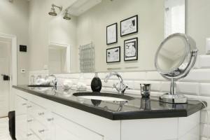 Płytki jak stare kafle: urokliwe łazienki z polskich domów