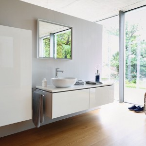 Meble na wysoki połysk: 5 kolekcji do łazienek