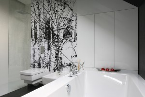 Wysoka zabudowa: tak wygląda w łazienkach Polaków