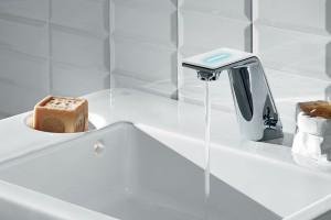Bądź eko w łazience: baterie bezdotykowe