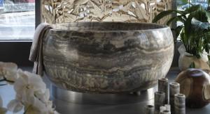 Kamień w łazience: niezwykła wanna wykonana z onyksu