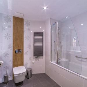 Hotelowe łazienki w Zakopanem z grzejnikami polskiego producenta