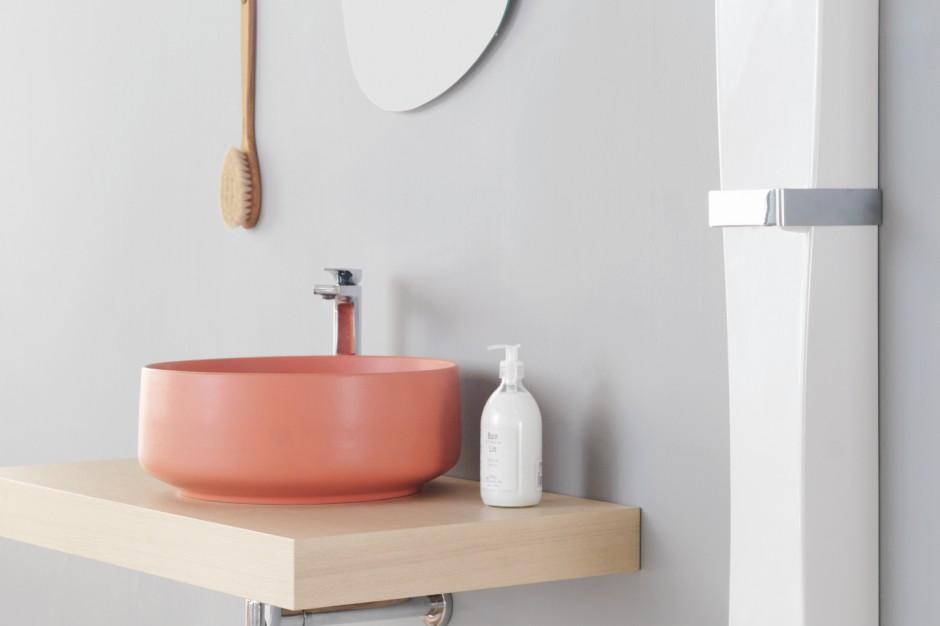 Kolorowa strefa umywalki: 3 świetne pomysły