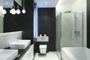 Prysznic w narożniku: 10 zdjęć z polskich domów