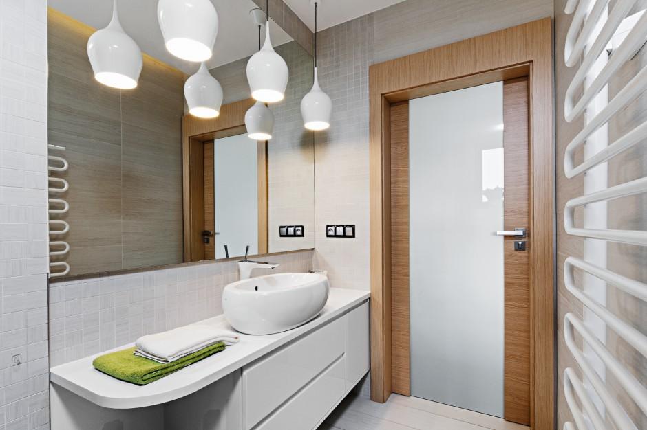 Umywalki stawiane na blat: 10 pomysłów z polskich łazienek