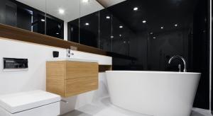 Ściana w łazience: 3 pomysły na zastąpienie płytek