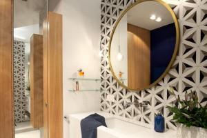 Warszawskie mieszkanie rodziny z dzieckiem: zobacz jakie mają łazienki!