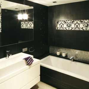 Elegancka łazienka: tak urządzisz ją w ciemnych kolorach