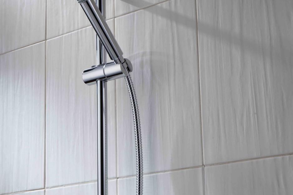 Nowoczesna strefa prysznica: natrysk w geometrycznym stylu