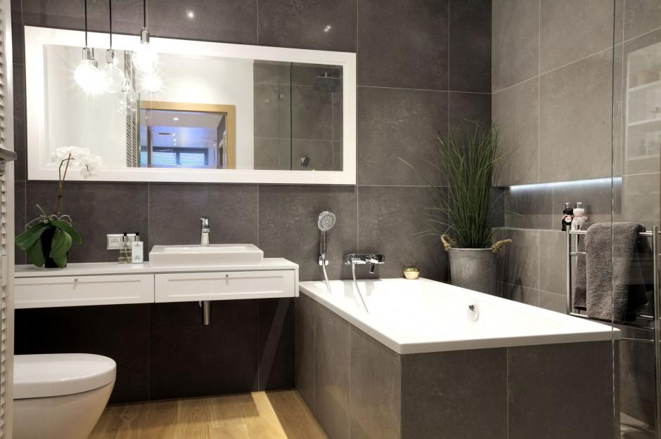 Szara łazienka w mieszkaniu na Wilanowie