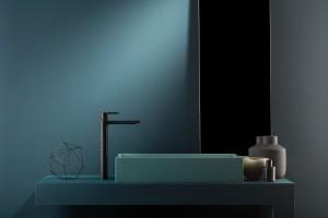 Kolor w łazience: czarna armatura