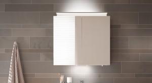 Nowoczesna łazienka: lustrzana szafka z 3 rodzajami oświetlenia