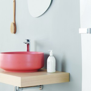 Kolorowa ceramika sanitarna: 5 modeli umywalek