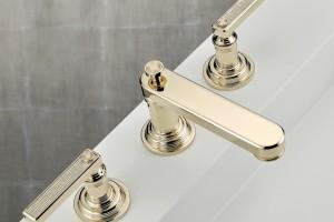 Trendy łazienkowe: baterie w kolorze złota