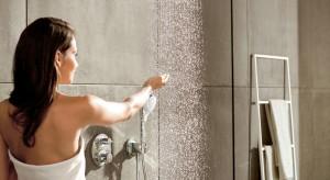 Komfort w strefie natrysku: nowa głowica i zestaw prysznicowy