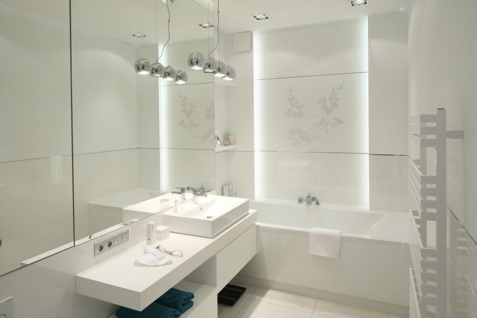 Biała łazienka: 10 wnętrz z polskich domów
