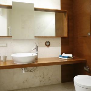 Kolory drewna w łazience: 10 łazienek z domów Polaków