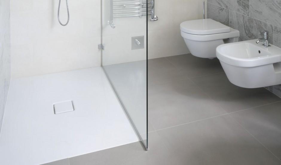 Sprzątanie w łazience: jak dbać o wannę, brodzik i sanitariaty?