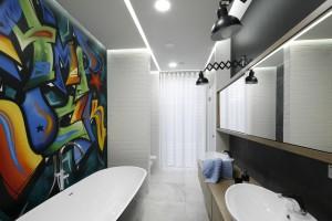 Nowoczesna łazienka: gotowy projekt z graffiti na ścianie