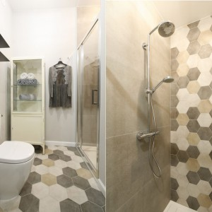 Ściana w strefie prysznica: pomysły z polskich domów