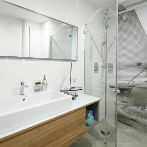 Szara łazienka w stylu skandynawskim: gotowy projekt